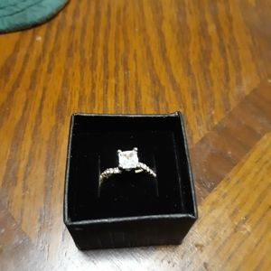 Goldtone size 6 very pretty engagement ring with t
